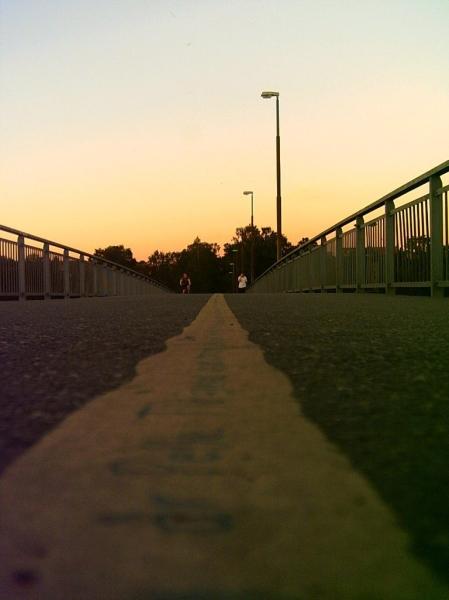 Väg bort i solnedgång